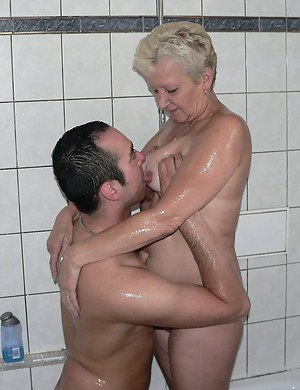Mature Bathroom Porn Pictures