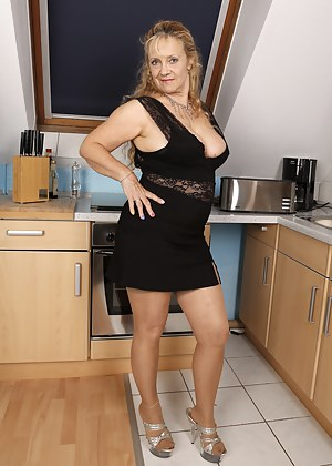 Mature Skirt Porn Pictures